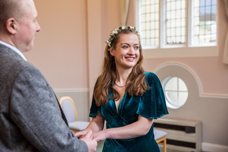 Small hertfordshire wedding, photographer, cheshunt, registry office, vintage bride in forest